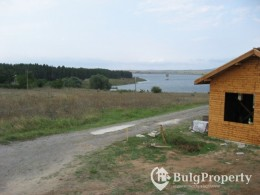 Land for sale near Elhovo first line of the lake